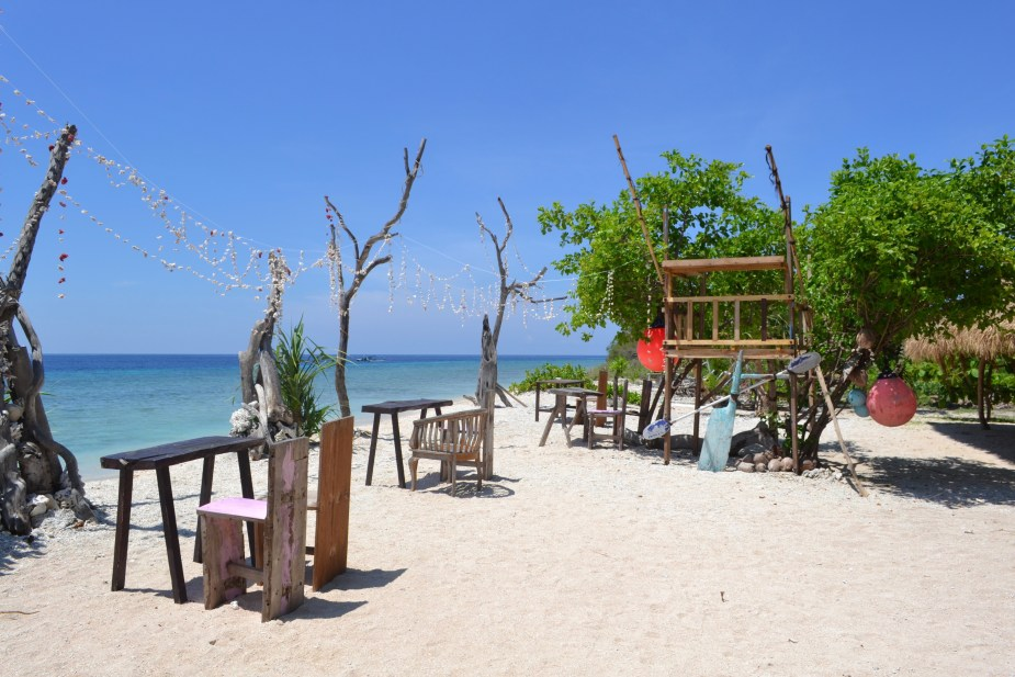 Gilli Air, Gilli Islands Lombok, rustic beach, deserted beach, things to do in Lombok for three days, Bali, backpacker hostel Gilli Islands, image by Jade Jackson