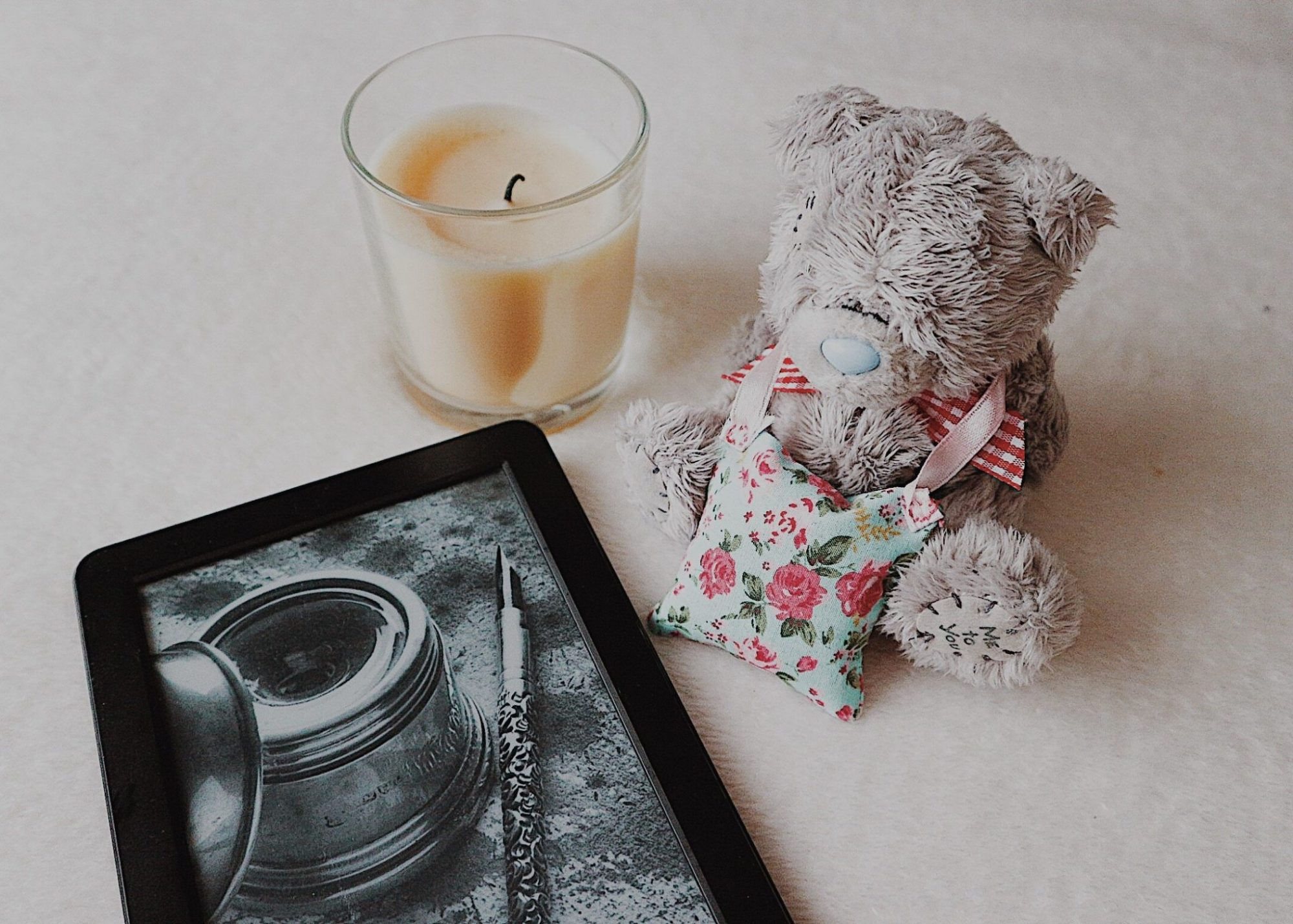 Kindle Paperwhite | Candle | Lavender Pouch