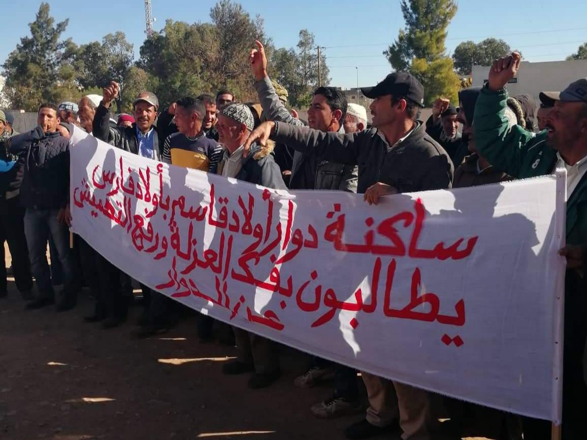 سطات : ساكنة أولاد فارس تحتج لفك العزلة عن دواويرها (الصور)