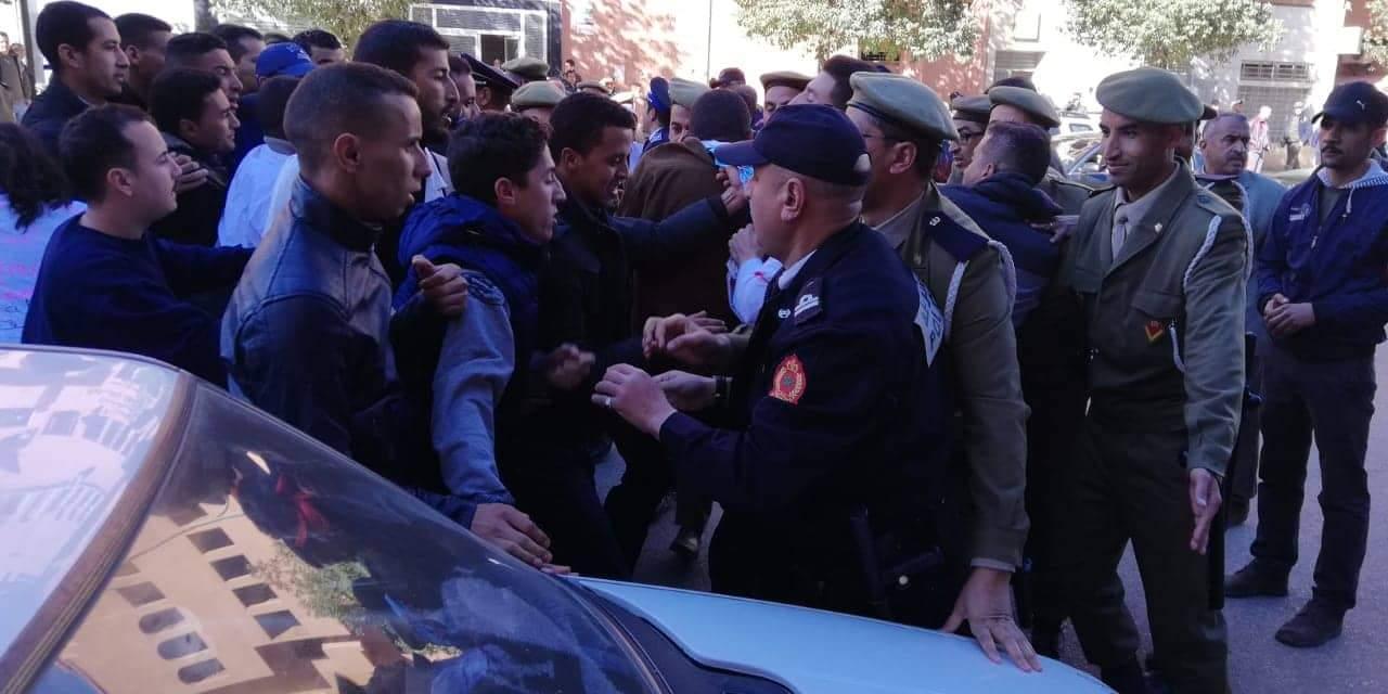 """سلطات خنيفرة تمنع مسيرة """"إسقاط التعاقد"""" (الصور)"""