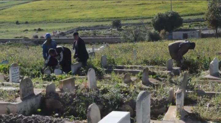 متطوعون يُنظِّفون مقبرة بولنوار ضواحي خريبكة