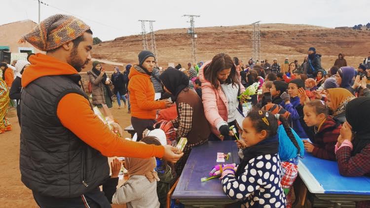 جمعيات تدخل البسمة على ساكنة وأطفال آيت امحمد بأزيلال
