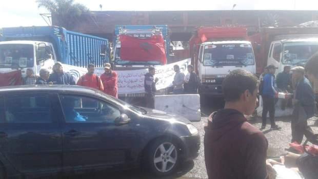 سائقو الشاحنات يعودون للإضراب