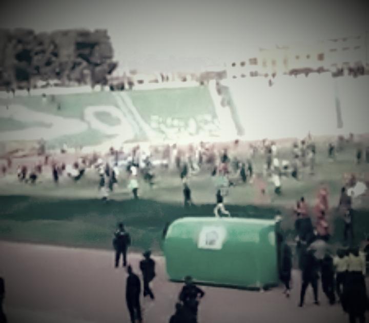 فيديو صادم…شغبٌ وتخريبٌ وفوضى بملعب وجدة