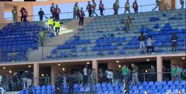 الشغب يخيم على نهاية مباراة الرجاء البيضاوي و الجيش الملكي بالرباط