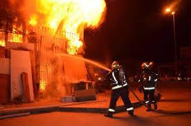 حريق يأتي على مركز تجاري وسط البيضاء