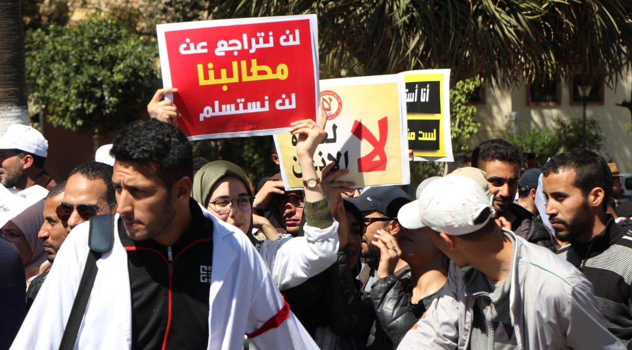 وزارة أمزازي تصعد من لهجتها تجاه أساتذة التعاقد وتهدد بتطبيق القانون