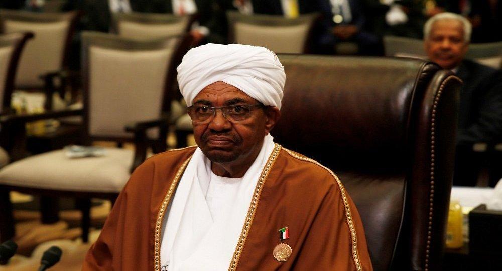 عاجل الجيش السوداني يعلن اقتلاع النظام واعتقال البشير ومجلس عسكري انتقالي لمدة عامين