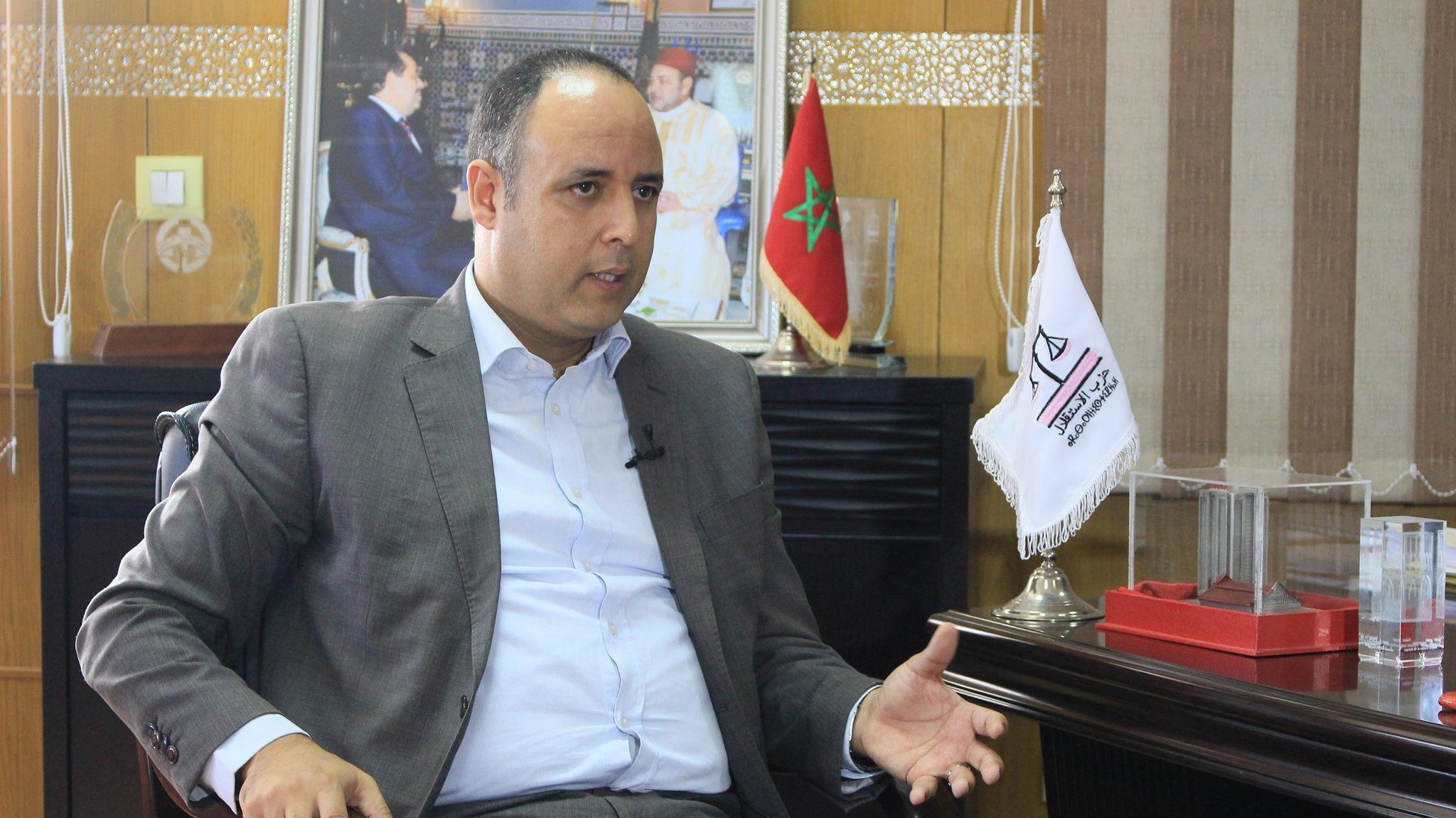 عادل بنحمزة : الأعيان استوطنت الأحزاب .. فتراجع دور النخب