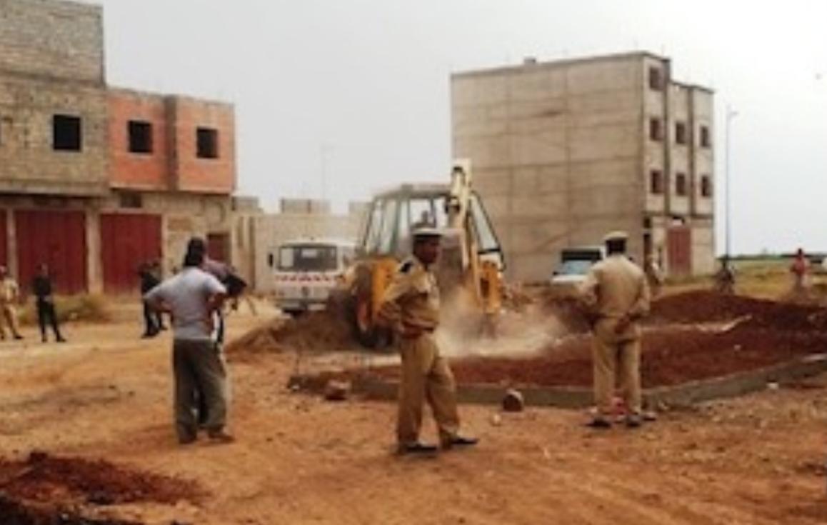 سلطات قصبة تادلة  تهدم 55 بناية عشوائية
