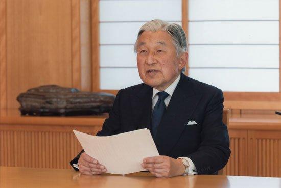 """الإمبراطور الياباني """"اكيهيتو"""" يتنازل عن العرش"""