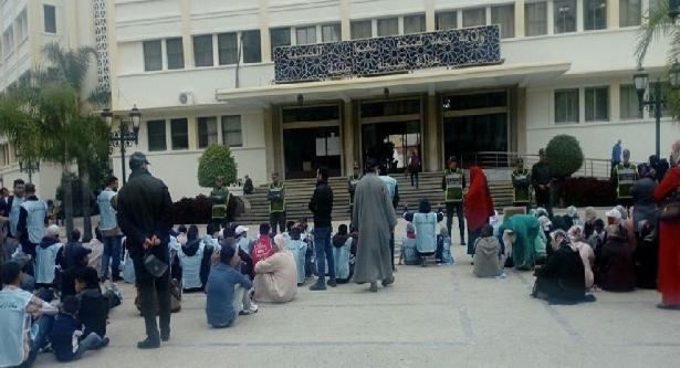 """سكان """"حي الخرب"""" في طنجة يطالبون بمنحهم تراخيص البناء"""