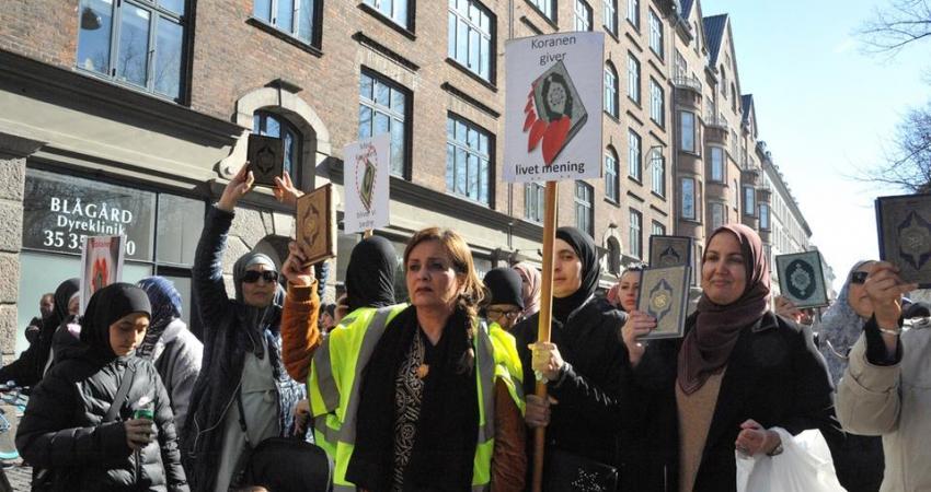 مسلمو الدنمارك يخرجون في مسيرة حاشدة نصرة للقرآن الكريم