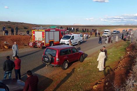 مكناس.. قتيل و16 جريحا في حادث اصطدام سيارة لنقل العمال بشاحنة