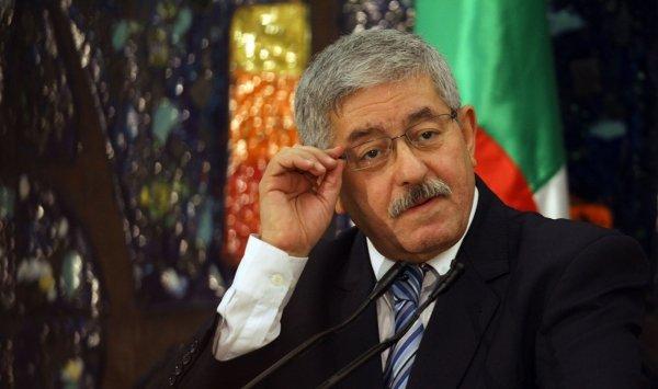 القضاء الجزائري يستدعي رئيس الوزراء السابق أحمد أويحيى في قضايا تبديد المال العام