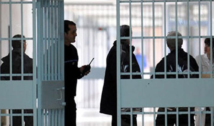 الخلفي: الحكومة ستبني سجون جديدة