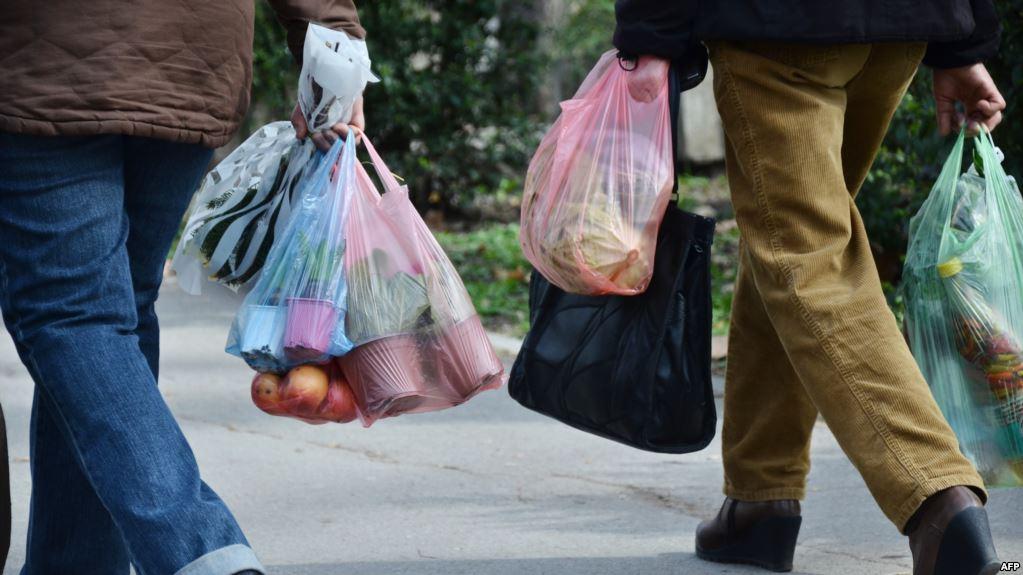 الأكياس البلاستيكية تعلق تراخيص سبع وحدات صناعية بالبيضاء