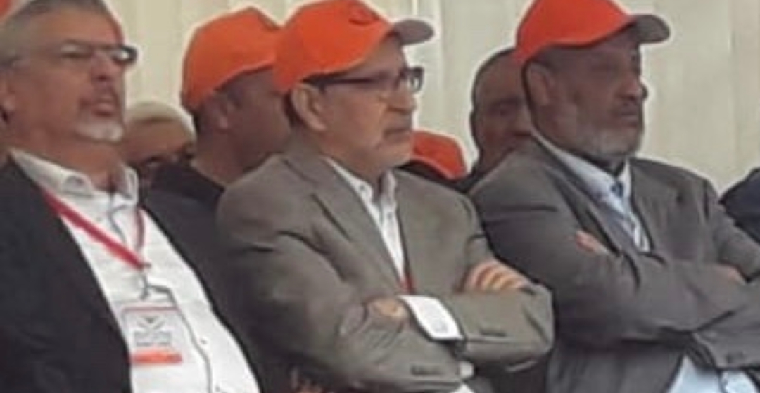 رئيس الحكومة يقود التظاهر على الحكومة في عيد العُمال