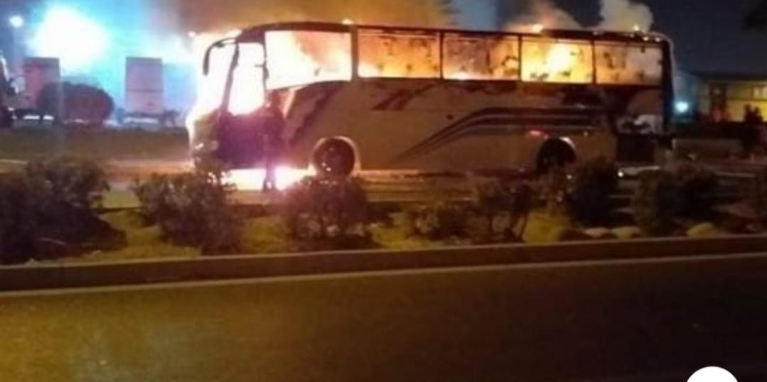 النيران تلتهم حافلة لنقل المسافرين بأكادير و الركاب يلدون بالفرار