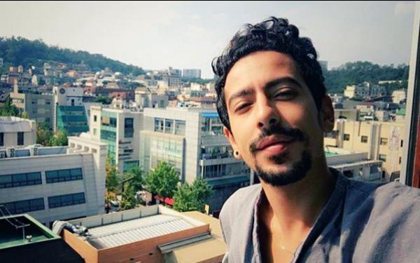 الفنان فيصل عزيزي متهم بالإباحية في عمله الجديد