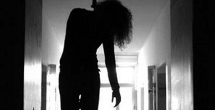 فتاة تقدم على الانتحار بناءً على نتائج استطلاع للرأي