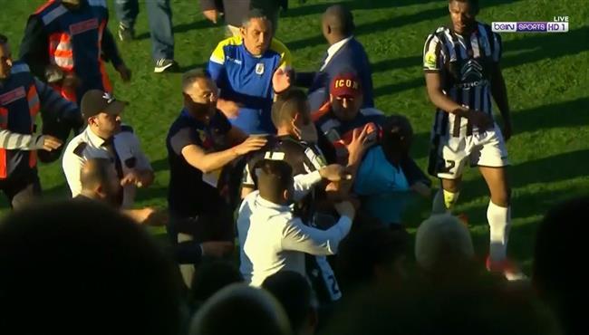 جماهير تونسية تفتح النار على لاعبي الصفاقسي: سلوكم ضد الحكم همجي