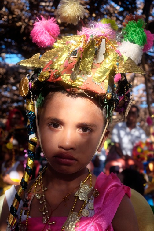 Anak laki-laki dari keluarga bangsawan mengenakan pakaian adat saat mengikuti prosesi perayaan pelantikan Lakina Bharata Kahedupa, Kaledupa, Wakatobi, Sulawesi Tenggara, 17 September 2016. - The Jakarta Post / Jerry Adiguna