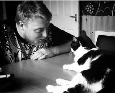 10 choses étranges que nous faisons en tant que propriétaires de chats que nous essayons de garder secrètes