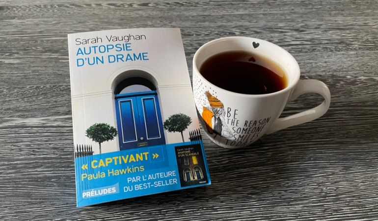 porte bleue plantes thé mug livre