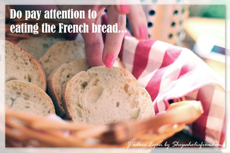 Do-pay-attention-to-eating-french-bread
