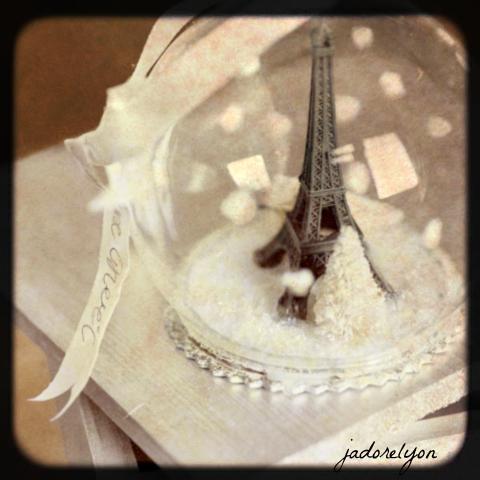 Tour_Eiffel_Snowglobe