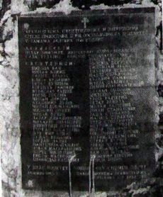 Спомен-плоча православним архијерејима и свештеницима који су завршили мученичком смрћу у овој и другим јамама Јадовна