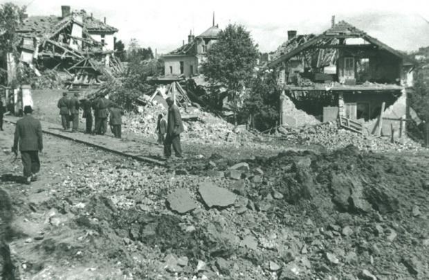 https://i0.wp.com/jadovno.com/tl_files/ug_jadovno/img/preporucujemo/2014/bomb-beograd-1944-noseca.jpg