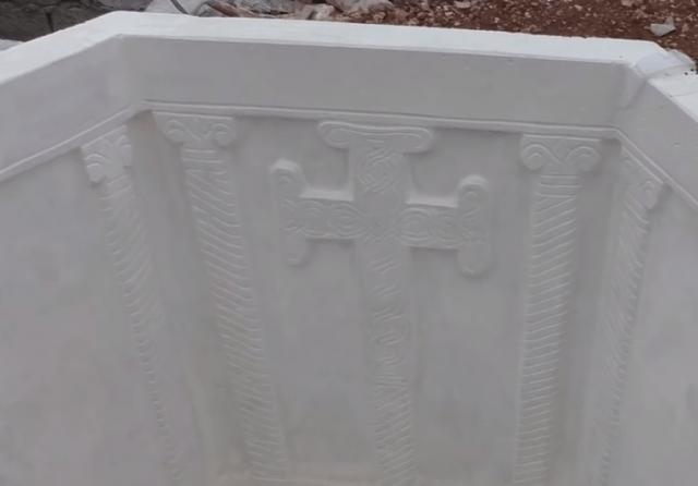 Реплика крстионице у башти Јосипа Јоле Матеше у Водицама (Foto: YouTube Screenshot)