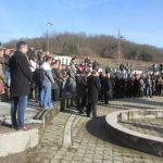 У цркви Светих апостола Петра и Павла у Кравици код Братунца служен парастос за 158 српских цивила и војника из овог мјеста и околних села погинулих у посљедњем рату, од којих су 49 убиле муслиманске снаге из Сребренице и братуначких села на Божић, 7. јануара 1993. године.