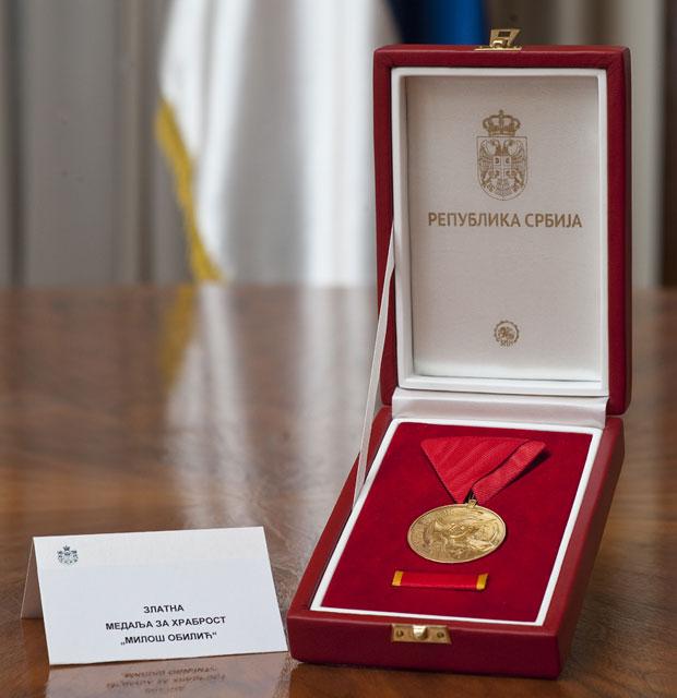 """Добитник је златне медаље за храброст """"Милош Обилић"""" / Фото Танјуг"""