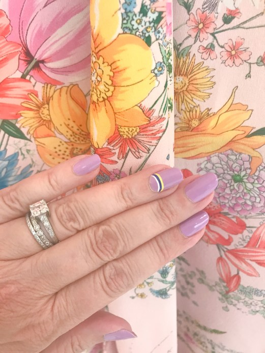 manimonday-nailart-essie-jcrew-coffee-no21-floral