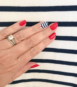 manimonday-nailart-essie-stjames-stripes-jcrew