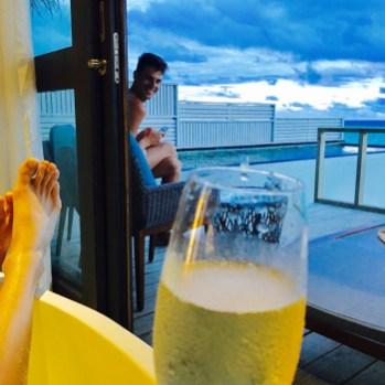 Flitterwochen Malediven: Blick aus der Badewanne