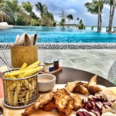 Flitterwochen Malediven: Snacks Hauptpool