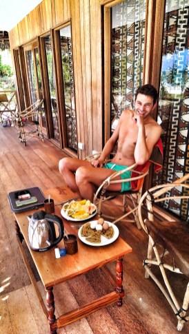 Domokuchu Beach Lodge: Frühstück auf die eigene Terasse am Strand