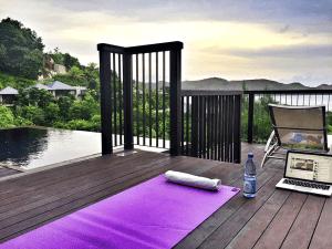 Eine Yoga Session auf der Terrasse