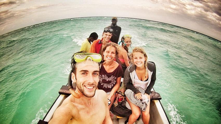 Auf dem Rückweg vom Schwimmen mit wilden Delphinen