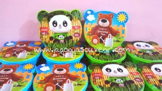 kotak makan panda