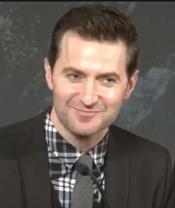Richard Armitage thinks about his secret Twitter account at the Hobbit London press conference. Courtesy of richardarmitagecentral.co.uk