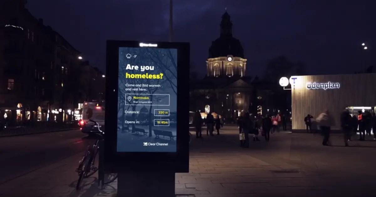 A Stockholm, ce panneau d'affichage aide les SDF à trouver un abri pour la nuit