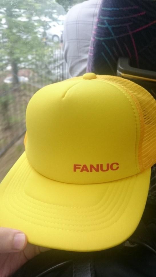 工場見学用の帽子もファナックイエロー