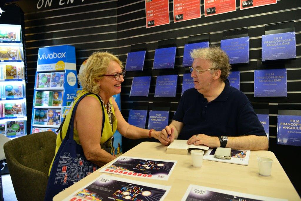 Dominique Besnehard dédicace son livre © Christophe Magick! Ribot