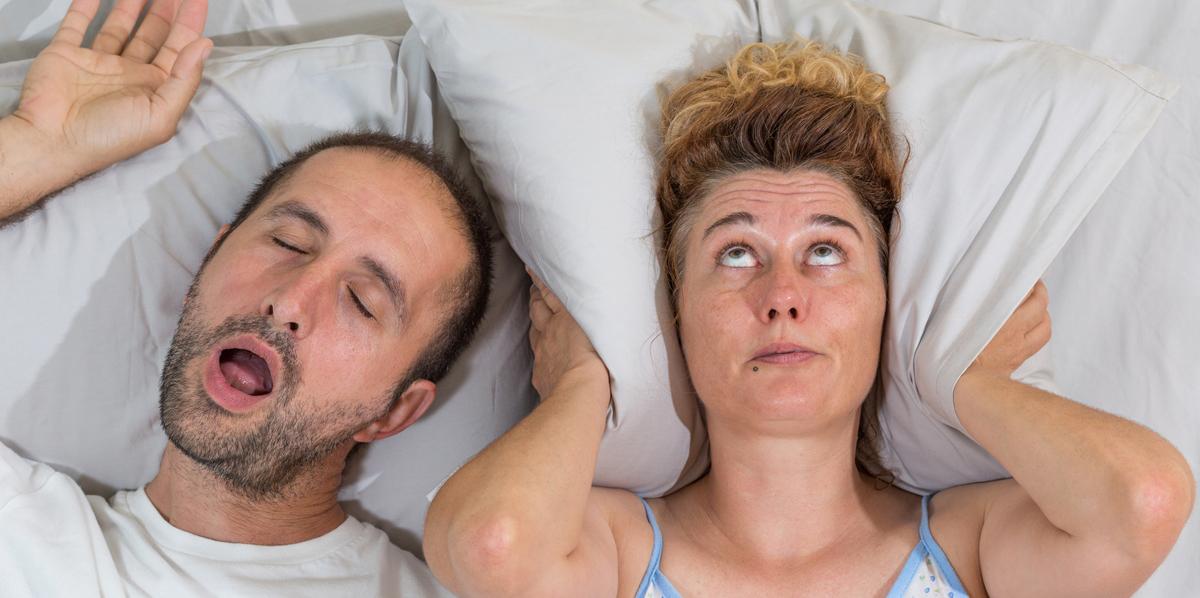Habitudes de couple, il ronfle au lit