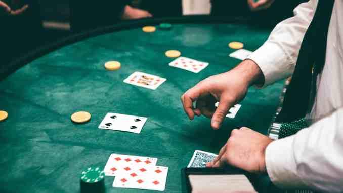 Le poker a trouvé sa place à Dijon. Photo par Jason Swaby/CC0